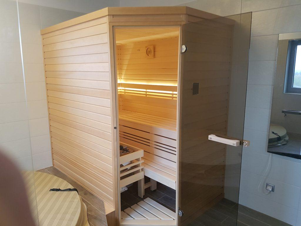 domácí finská sauna do koupelny domu